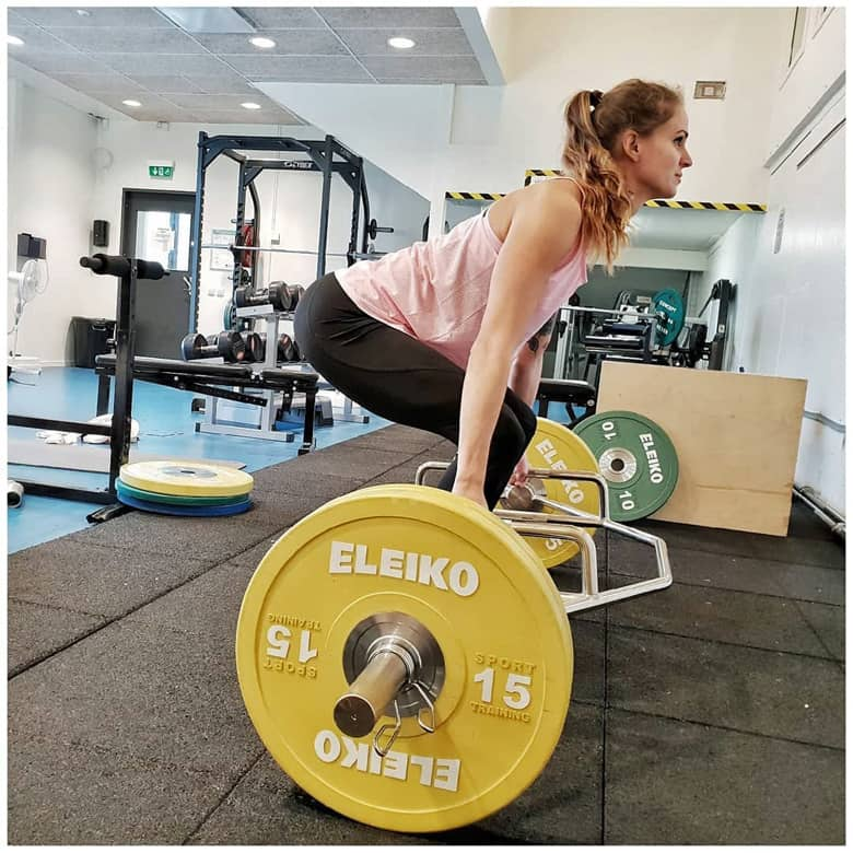 Elin Westerlund performing a deadlift