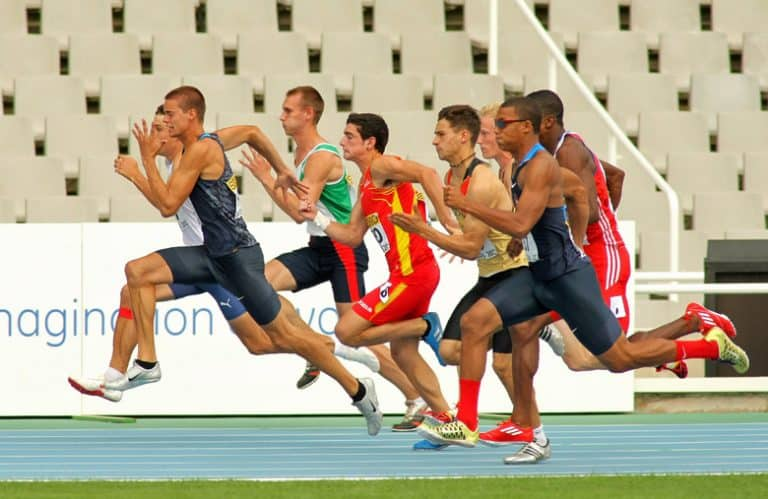 decathlon athletes running the 100m