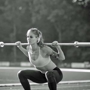 Elin Westerlund squatting with a barbell